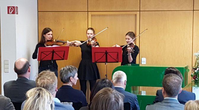 Vierstündiger Musikkurs umrahmt eine Veranstaltung in der Firma Südpack